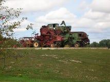 农场设备拖拉机 库存图片