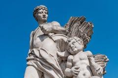 农夫和他的学者雕塑佐尔桥梁的在马格德堡 免版税库存照片