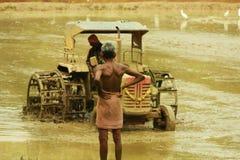 农夫和机器 免版税库存照片