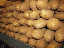 农夫土豆市场摊位  免版税库存图片