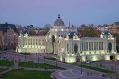 农夫宫殿的桃红色的可以微明 喀山,鞑靼斯坦共和国 库存图片