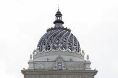 农夫宫殿的被雕刻的圆顶  免版税库存图片