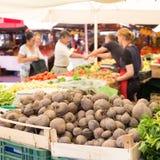 农夫的市场摊位 免版税库存图片