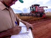 农夫笔记大豆收获 免版税库存照片