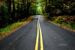 农村国家宾夕法尼亚路在秋天 图库摄影