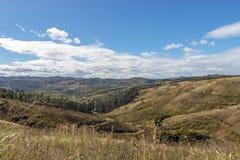 农村干燥冬天植被蓝色多云天空原野大局 图库摄影