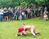 农村战斗机奋斗在Nestinar比赛的在保加利亚 免版税库存图片