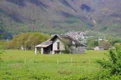 农村房子在阿尔卑斯 免版税库存图片