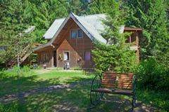 农村木房子在杉木森林里 图库摄影