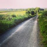农村柏油碎石地面路在波兰 库存图片