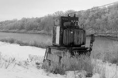 农村的横向 老电子变压器 库存图片