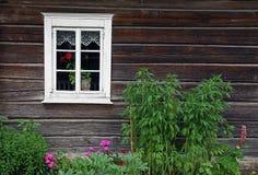 农村花圃的房子 库存图片