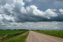 农村范围路和农场土地,萨斯喀彻温省,加拿大 库存照片