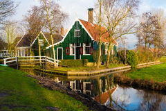 农村荷兰风景在Zaanse Schans村庄 免版税库存图片