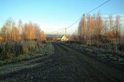 农村街道在俄国假日村庄 免版税库存图片