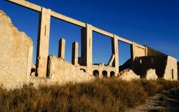 农村被放弃的工厂的行业 库存图片