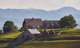 农村风景在特兰西瓦尼亚,罗马尼亚 库存照片