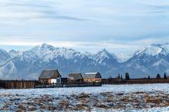 农村风景,西伯利亚村庄,俄罗斯,共和国布里亚特共和国, 免版税库存照片