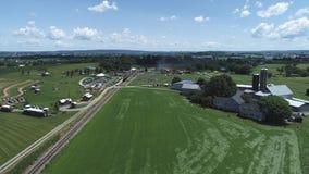 农田和乡下鸟瞰图有葡萄酒蒸汽火车的 影视素材