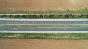 农田鸟瞰图、油菜籽和麦田和高速公路路在乡下 股票录像