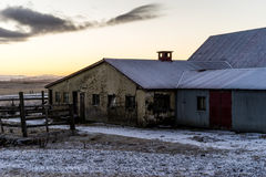 农舍在日出期间的冰岛 免版税库存照片