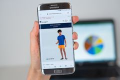 冠军在手机屏幕的Sportwear公司网站  免版税库存图片