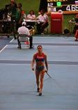 冠军E 在撑竿跳高以后的伊辛巴耶娃 库存图片