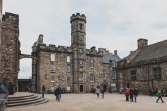 冠正方形由苏格兰全国战争纪念建筑,王宫,里面爱丁堡城堡,苏格兰,英国组成 免版税库存照片