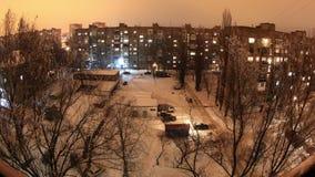 冬天。与舱内甲板的大厦在晚上, timelapse