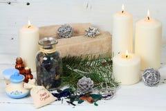 冬天与蜡烛的温泉概念 库存图片