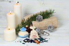 冬天与蜡烛的温泉概念 图库摄影