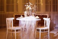 冬天两的饭桌在圣诞节时间 图库摄影