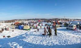 冬天乐趣的地点的全视图在Uglich, 10 02 201 免版税库存图片