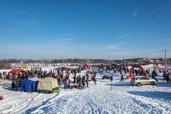 冬天乐趣的地点的全视图在Uglich, 10 02 201 免版税库存照片