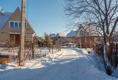 冬天乡下公路和村庄 库存图片