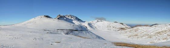冬天假期在滑雪胜地外面 库存图片