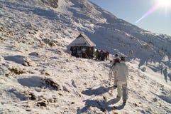 冬天冒险 对山顶 carpathians 乌克兰 免版税库存图片