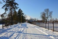 冬天到达了与雪 图库摄影