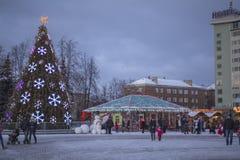 冬天和圣诞节时间在陶格夫匹尔斯市 免版税库存图片