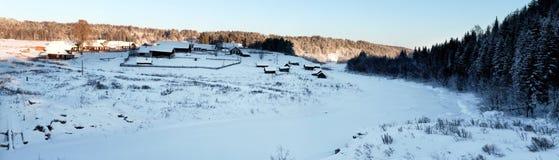 冬天在俄国村庄 库存图片