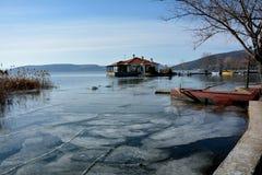 冬天在卡斯托里亚,希腊 免版税库存照片