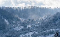 冬天在山的早晨风景 库存图片