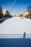 冬天在布加勒斯特- Dambovita河 图库摄影