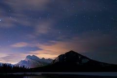 冬天在晚上,班夫国家公园 库存图片