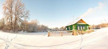 冬天在村庄,晴朗的早晨 库存图片