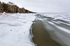 冬天在河的冰风景 鄂毕河,西伯利亚 免版税库存图片