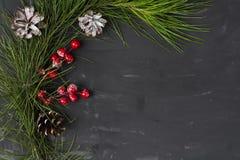 冬天在黑暗的背景的圣诞节或新年属性 免版税库存照片