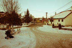 冬天在Transylvanian村庄 库存图片