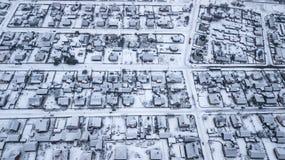 冬天城市的全景 与quadcopter的航拍 免版税图库摄影