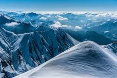 冬天多雪的山 alania高加索联邦山北ossetia俄语 库存照片